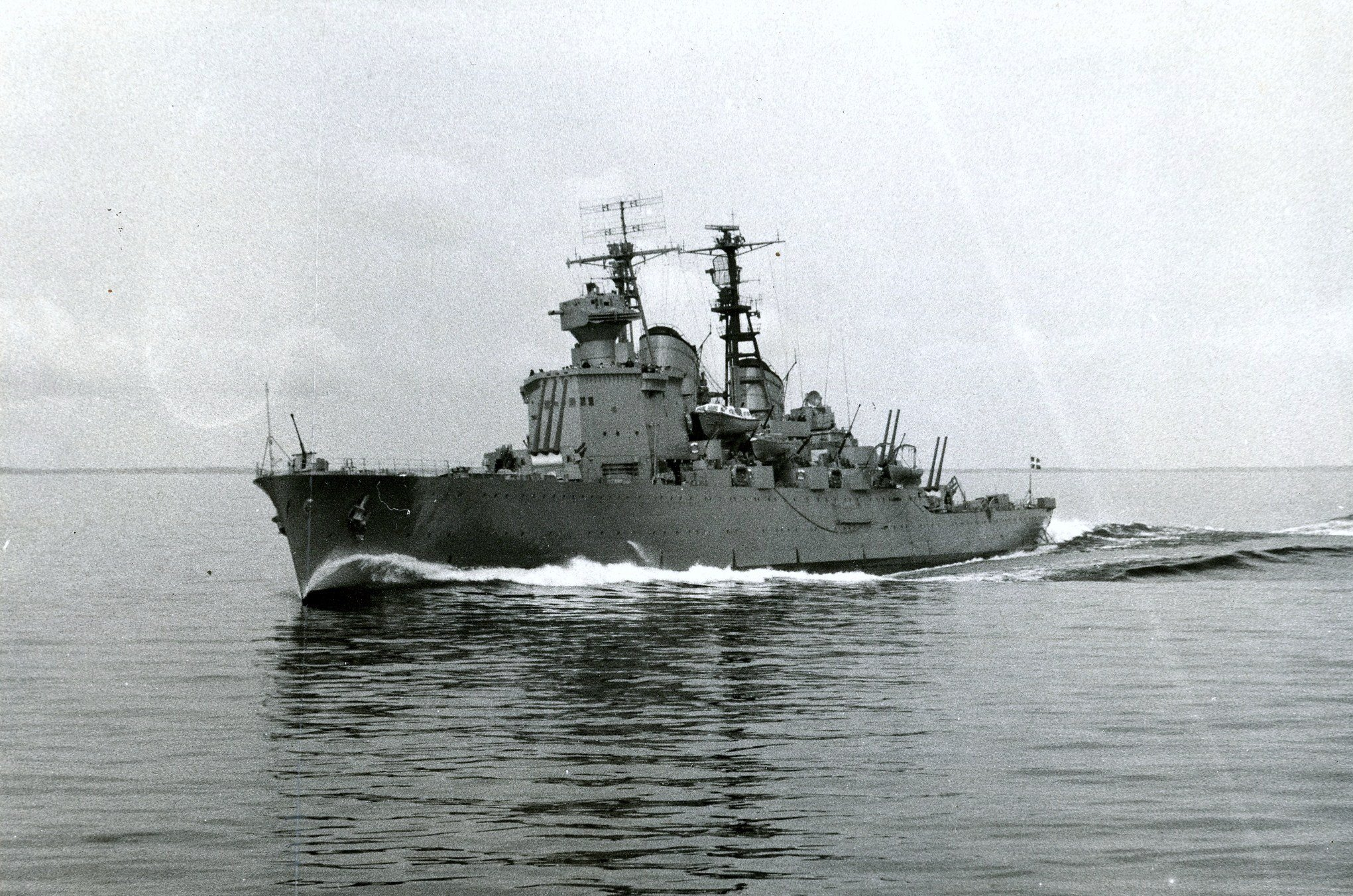 HMS Tre Kronor in 1954.jpg.275f42d2cd75c649506e74e7e40d1673 - LINE PROPOSAL: Pan-European Light Cruisers.